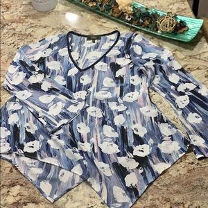 Blouse size med like new no wear and tear at all